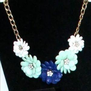 Fun vintage statement blue flower necklace. EUC